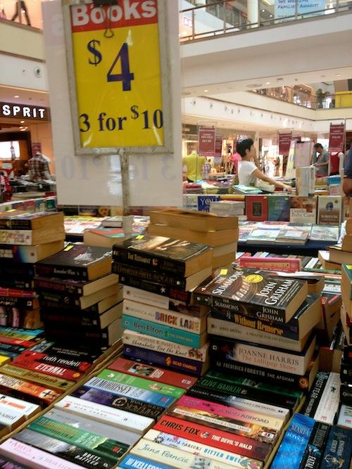 https://gatheringbooks.wordpress.com/2013/10/20/bhe-75-book-fairs-in-singapore-book-bargain-love-part-1-of-3/