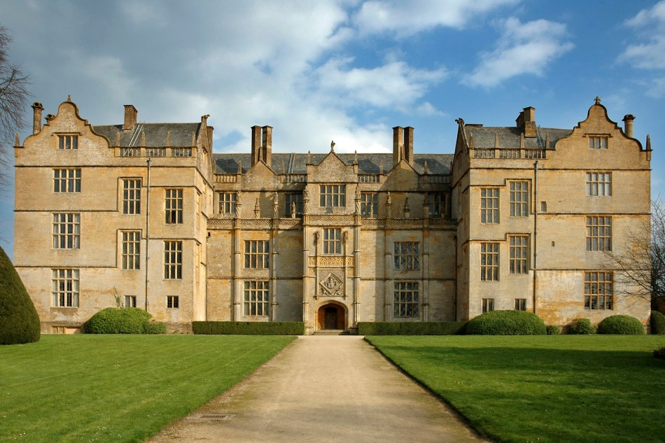 I imagined Murkmere manor to look like this, although in truth I thought of the mansion in Sir Arthur Conan Doyle's Hound of the Baskervilles. This is the Montacute House – a mansion built in the late 16th century for Sir Edward Phelips in the picturesque village of Montacute. Click on the image to be taken to the websource.