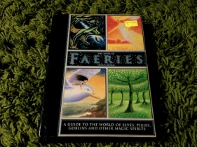 https://gatheringbooks.wordpress.com/2013/11/11/monday-reading-the-enchanting-world-of-faeries/