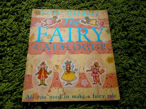 https://gatheringbooks.wordpress.com/2013/11/11/monday-reading-the-enchanting-world-of-faeries/
