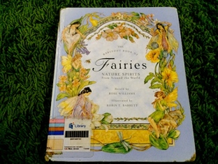 https://gatheringbooks.wordpress.com/2013/12/21/more-books-on-fairies-fabulous-creatures-and-magical-beings/