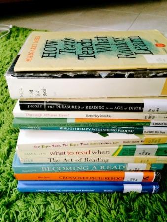 https://gatheringbooks.wordpress.com/2014/03/09/bhe-96-reading-about-reading/