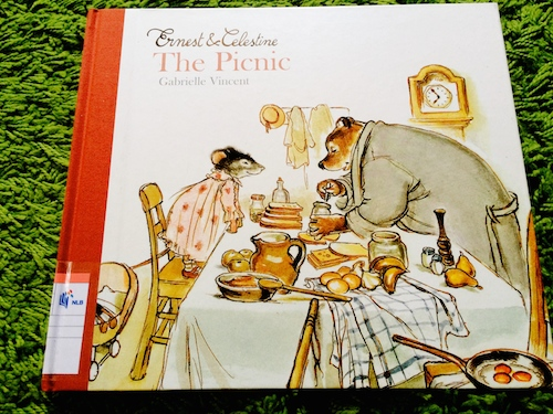 https://gatheringbooks.wordpress.com/2014/05/12/monday-reading-rainy-days-and-picnics/