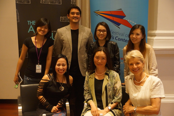 Photo courtesy of Pansing Books. With us is AFCC Festival Director, Kenneth Quek, and Ying's friend who is sitting beside her.