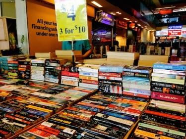 https://gatheringbooks.wordpress.com/2014/08/31/bhe-122-book-hunting-at-clementi-vibe/