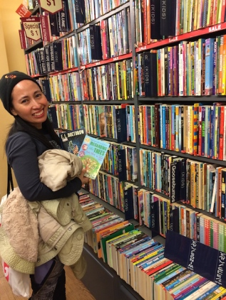 Book Hunting in Book Off, New York in 2014.