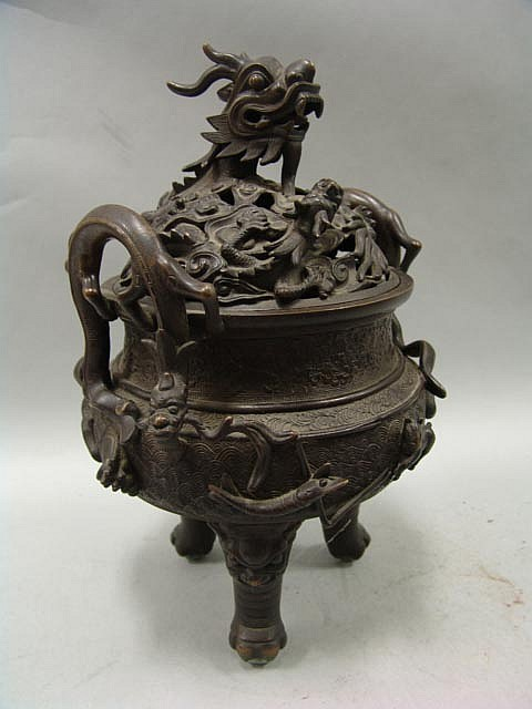 An incense burner/holder that represents Sua Ni in the book.