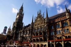 https://gatheringbooks.org/2015/09/15/photo-journal-marienplatz-in-munich/