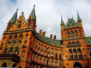 https://gatheringbooks.org/2015/10/13/photo-journal-an-ode-to-kings-cross-st-pancras-international-london/