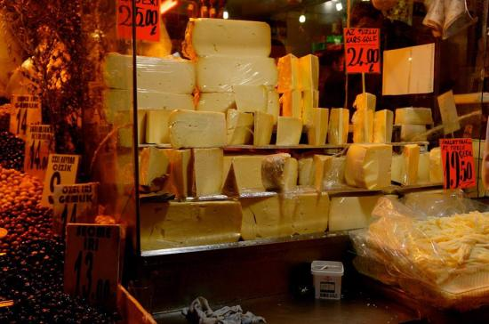 https://gatheringbooks.org/2015/12/15/photo-journal-turkish-delight-cheese-and-olives-at-the-spice-market-in-istanbul/